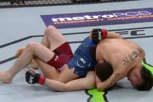 A Bizarre UFC Finish Saw Bicycle Kicks Over A Minute-Straight Which Led To A Loss After The Final Bell 12