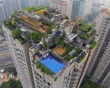 Who Built a Secret Mountaintop Mansion on Top of This Skyscraper? 6