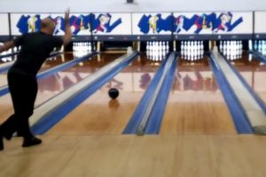 Man Manages to Bowl Perfect Game in Less Than 90 Seconds And Set New World Record 10