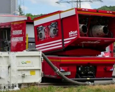 A Very Special Fire Truck – The Zikun Turbo Jet-Powered Fire Extinguisher 3