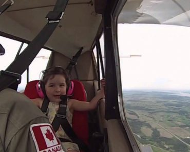 Dad Took 4-Year-Old Daughter On Her First Aerobatic Flight, Her Reaction Is Priceless 7