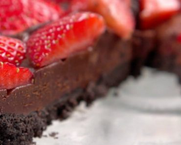 This No-Bake Chocolate Strawberry Tart Had Me Drooling In Seconds 2