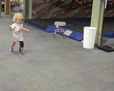 Inspirational Amputee Toddler Runs For The First Time 8