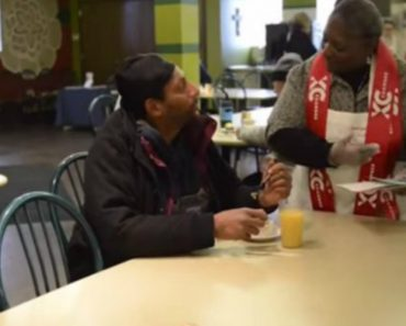 This Soup Kitchen Is Disguised As a Restaurant So The Homeless Can Dine With Dignity 5