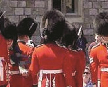 Hilarious Moment Guards On Parade At Garter Ceremony Forget Their Right From Their Left 1