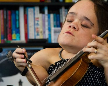 Watch Gaelynn Lea Perform Songs Of Heartbreak At Her Tiny Desk Concert 9