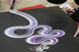 Artist Paints Incredible Dragons In One Stroke 12