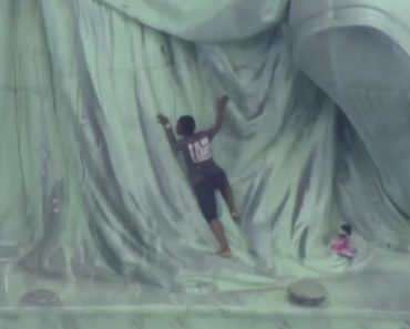 How Did This Woman Climb the Statue of Liberty? 7