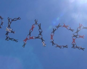 """Skydivers Spell """"Peace"""" In Sky To Inspire Others 5"""
