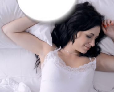 "Women Need More Sleep Than Men Because Of Their ""Complex"" Brains 3"
