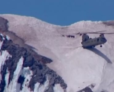 Chinook Performs Incredible Two-Wheel Mountainside Landing To Rescue Climber 3