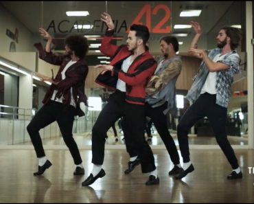 4 Guys Perform Awesomely Evolution of Michael Jackson's Dance 2