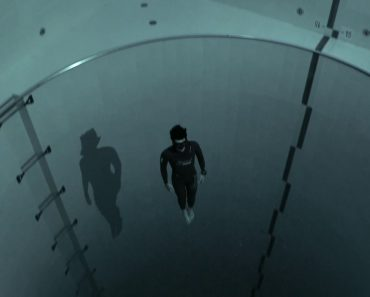 French Freediver Jumps to the Lowest Depths of the World's Deepest Swimming Pool on a Single Breath 7