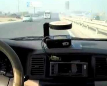 Crazy Chinese Taxi Driver Takes Tourists For a Wild Ride 1