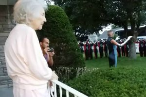 Band Gives Private Concert To A Senior Lady With The Song Hallelujah 12