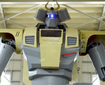 Building the World's Largest Robot 4